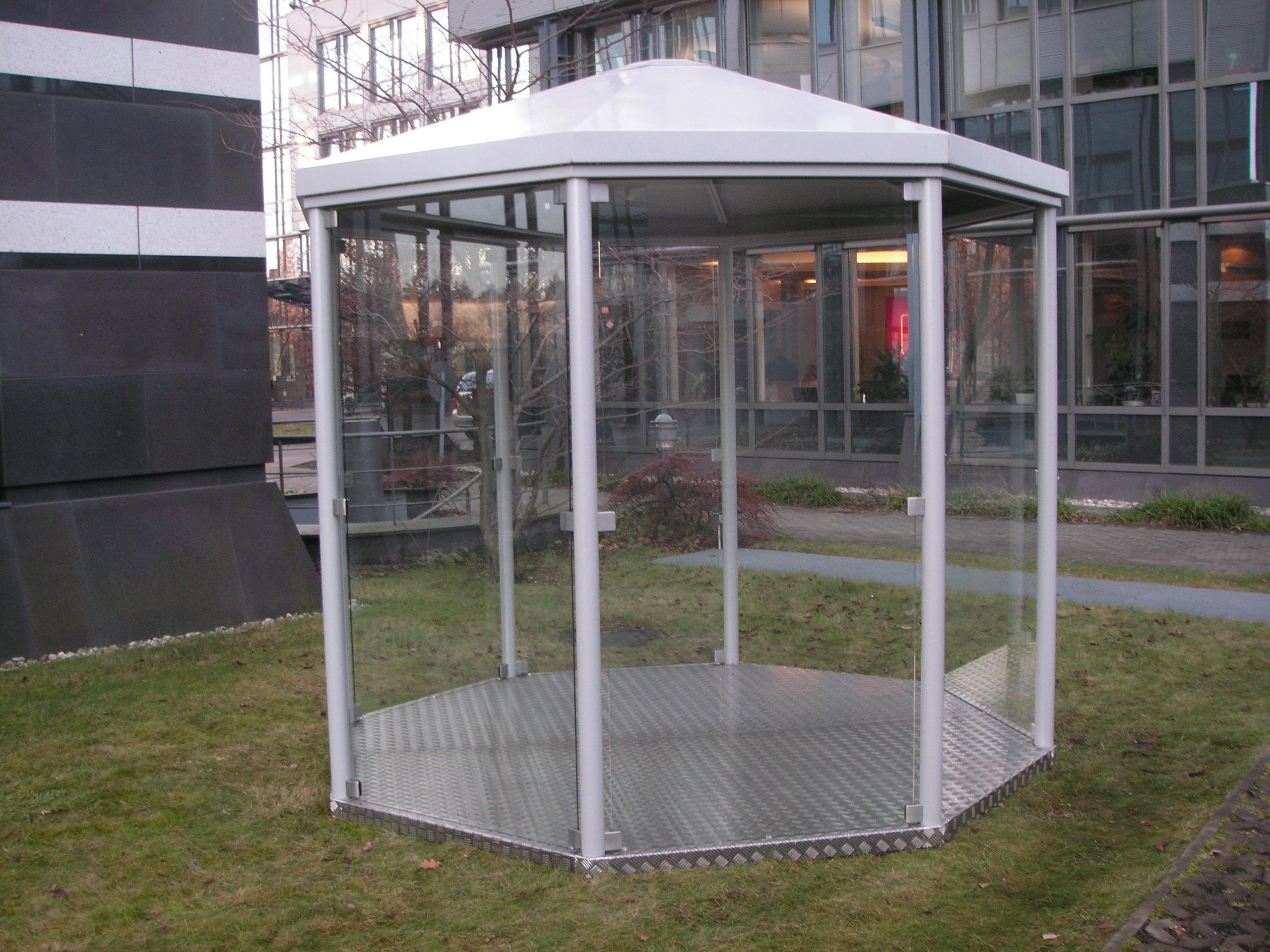 Raucherinsel Smoker Point Glas Raucherabteil Bushaltestelle Haltestelle Bahnhof Warteraum Pavillon